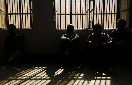 Kết quả hình ảnh cho phòng giam